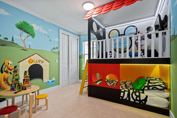 The kids will be excited to spend their vacation in this custom-built bedroom