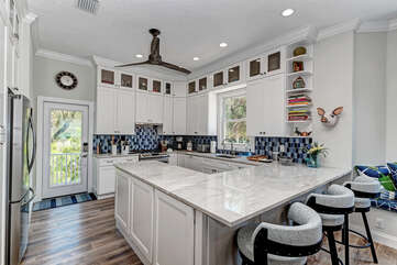 Large Stunning kitchen with high-end appliances and granite countertops