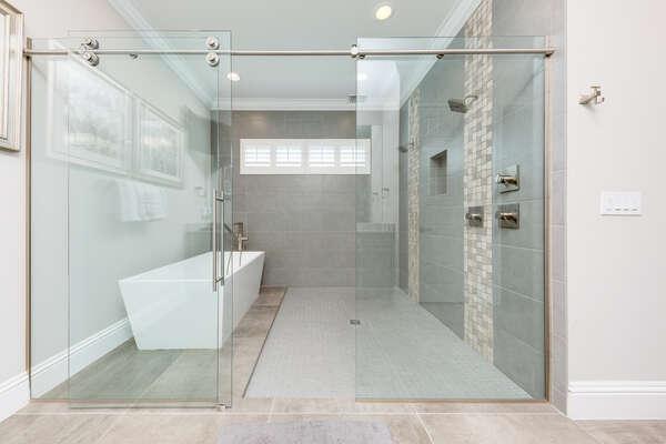 Rain shower and large soaking tub