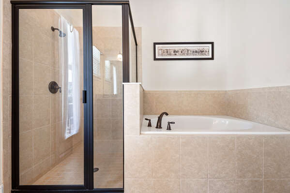 Private ensuite master bathroom