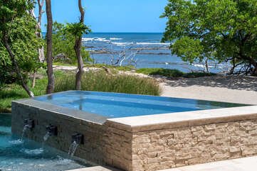 Jaccuzzi by the beach