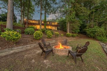 Firepit lakeside, relaxing evenings by the lake - don't forget s'mores for the kiddos!
