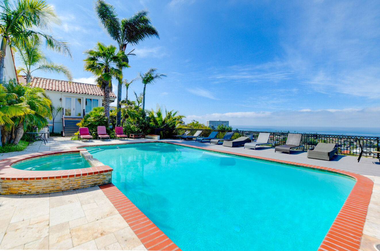 The large pool and hot tub can be used year-round in La Jolla