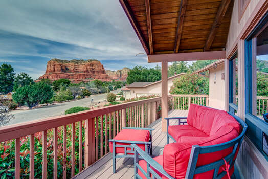 Cozy Front Deck with Stunning Views