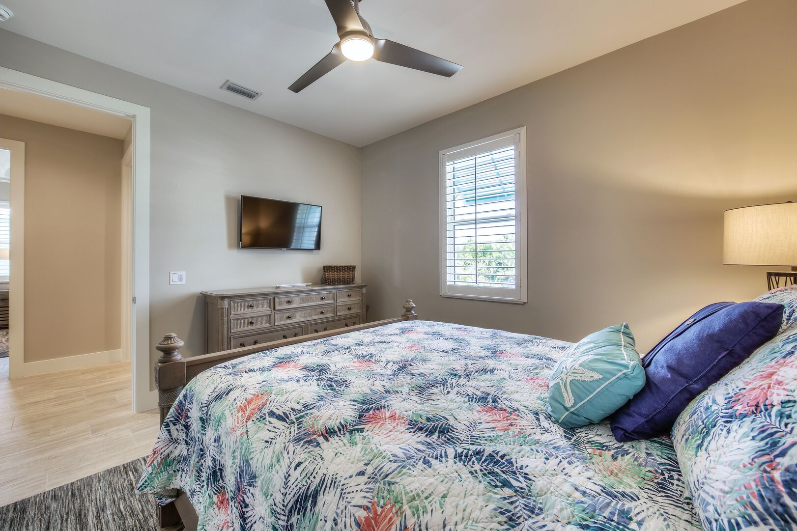 Bedroom with TV and Dresser at Tidewater