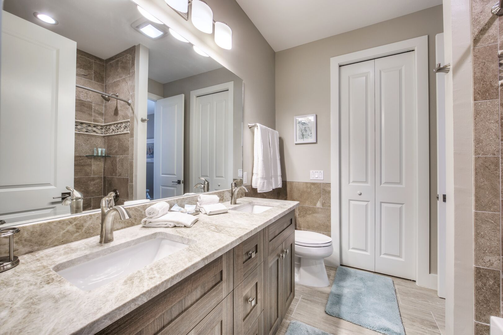 Jack and Jill Bathroom with Shower/tub Combo