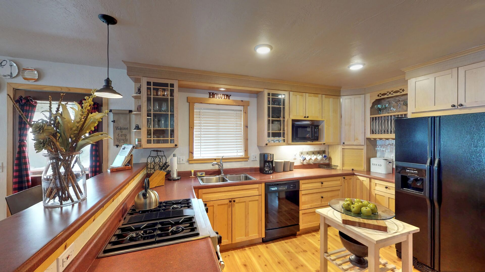 Large Kitchen Fully Equipped with Appliances