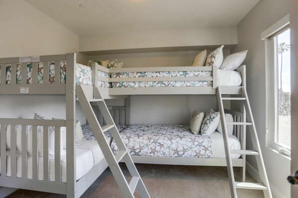 Two Bunk Beds in Bedroom.