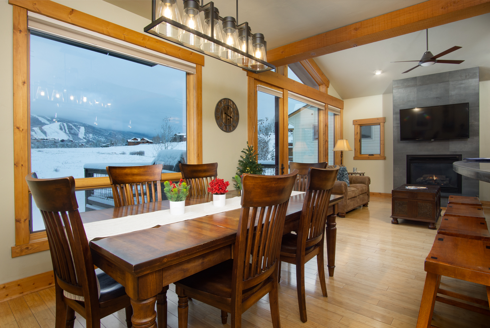 Dining room with killer views!
