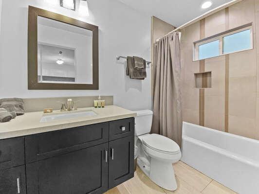 Master Suite #1, En-Suite Bath - First Floor