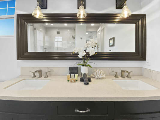 Master Suite #2, En-Suite Bath - Second Floor