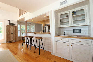 Wet Bar and counter seating