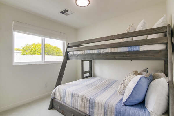 Bunk Room with Full/Twin Bunkbed and Trundle