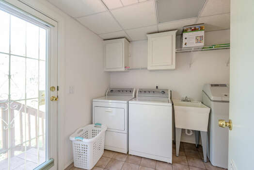 Laundry Room with Washer / Dryer and Utility Sink