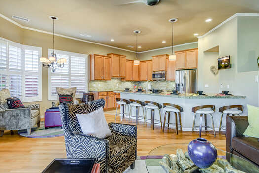 Spacious Great Room - Kitchen with Bar Seaing