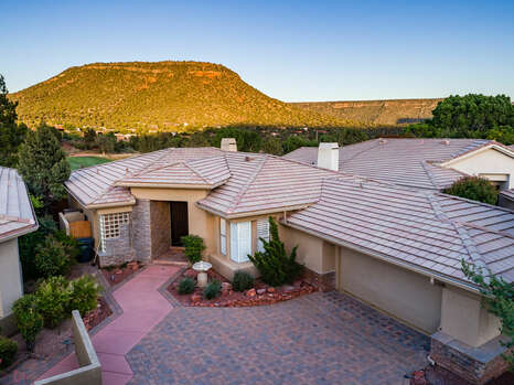 Professionally Decorated 2,600 Sq. Ft. Home on the Sedona Golf Course with Stunning Views!