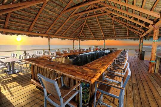 Rikki Tiki Tavern @ the end of the Pier serving food and drinks