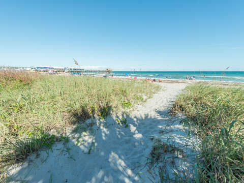 Your walk from the pool to the beach / Pier