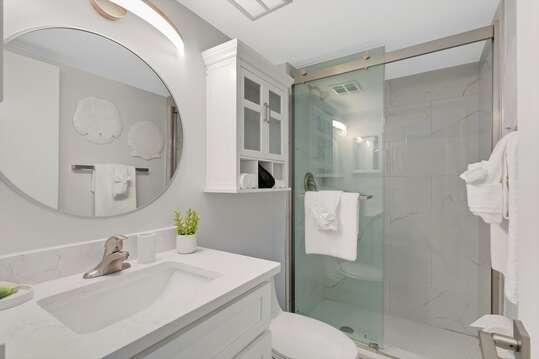 En-suite guest bathroom