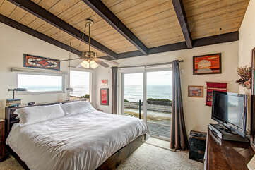 Master bedroom with sliding door to the deck.
