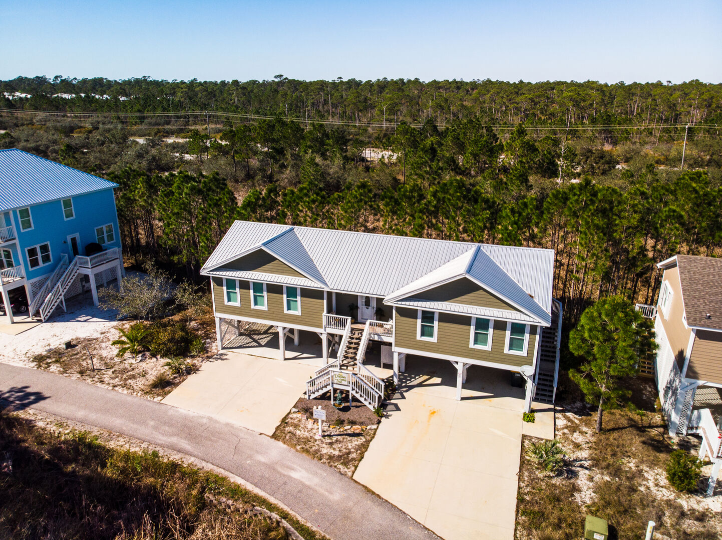 A Bird's Eye View of the Vacation Rental in Fort Morgan.