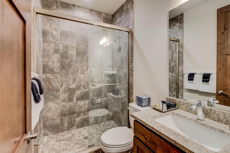 Second bathroom suite