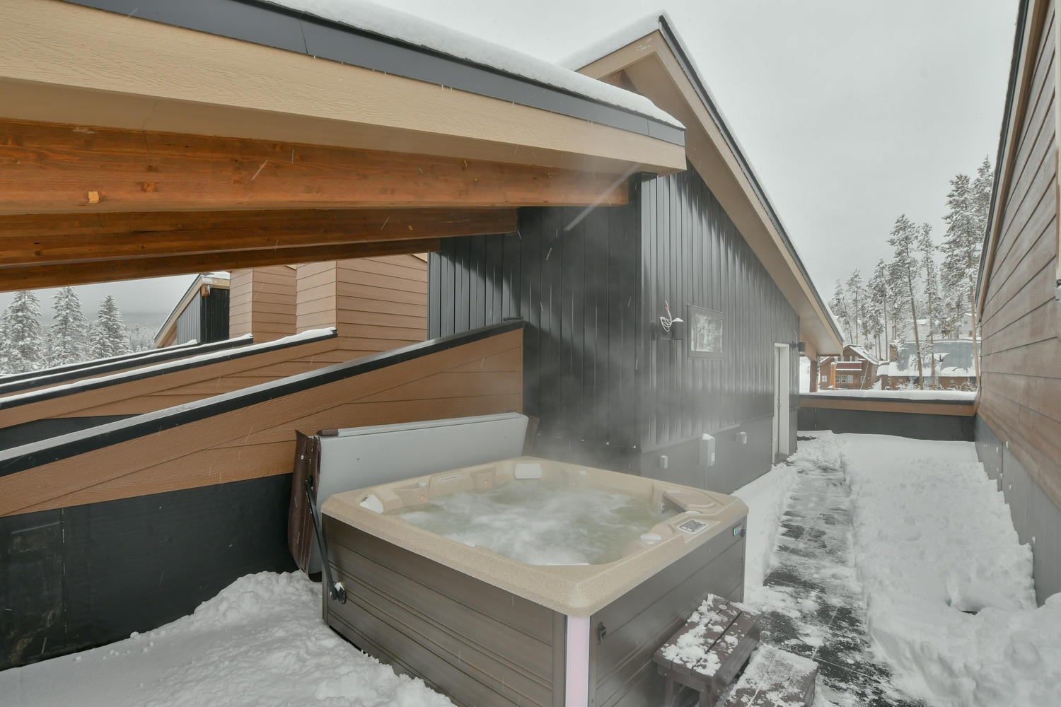 Large custom roof top hot tub with fantastic views