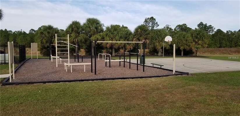 On-site facilities: exercise area and basketball court