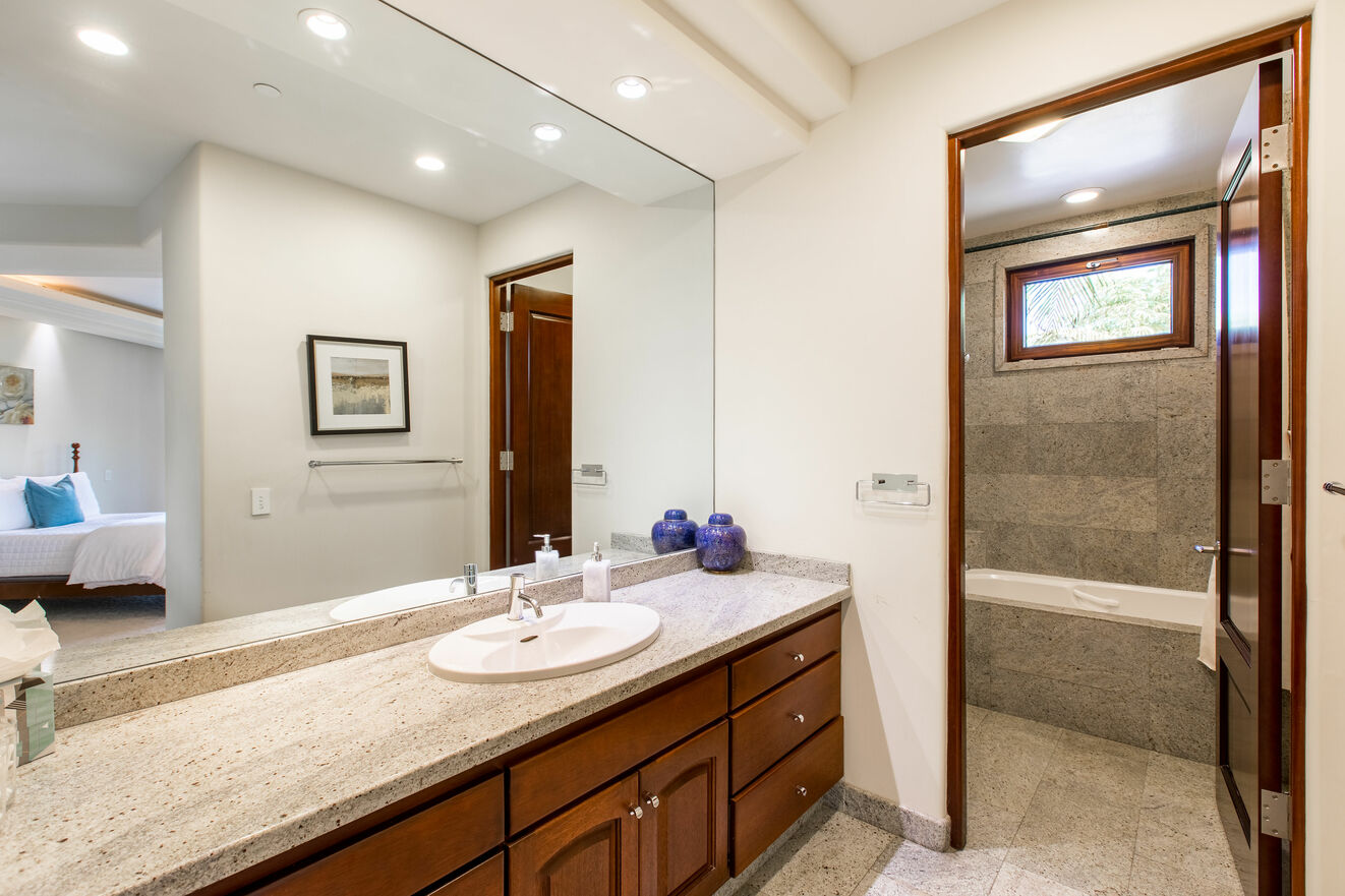Bedroom 5 -  ensuite bathroom with shower/tub combo