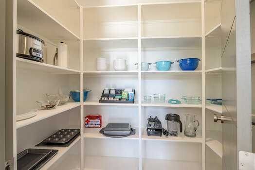 Fully Equipped Kitchen with Pantry