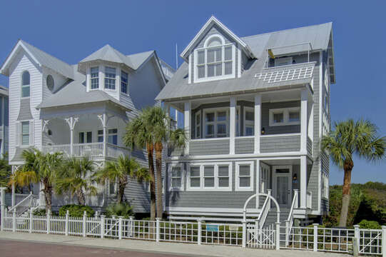 The exterior of this beach house in St. Simons Island, with its balcony in view.