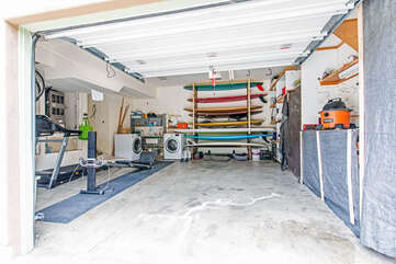 Washer and dryer in garage. 2 paddle boards available for use with permit for the lagoon.