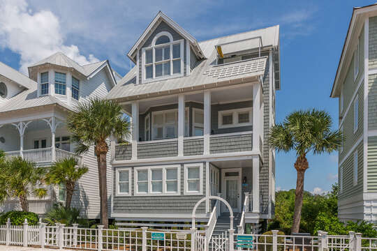 The front exterior of this beach house in St. Simons Island.