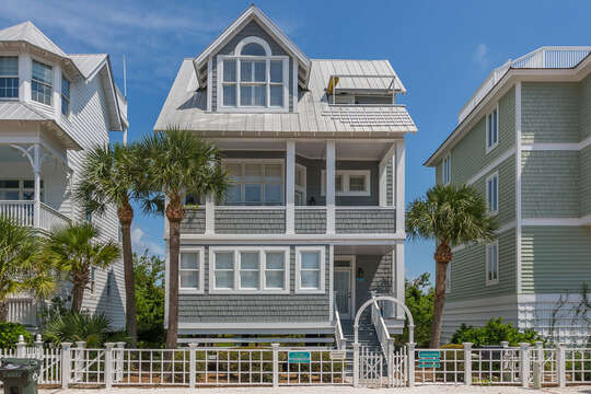 A front view of this beach house in St. Simons Island.