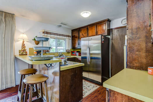 Fully Equipped Kitchen with Bar Seating for Two