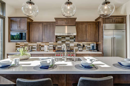 Fully Equipped Gourmet Kitchen with High-end Finishes and Appliances