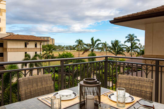 outdoor dining table at this oahu condo rental