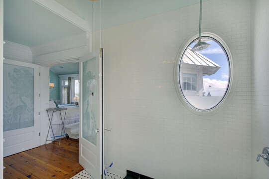 Walk-In Shower, and Specialty Oval Window.