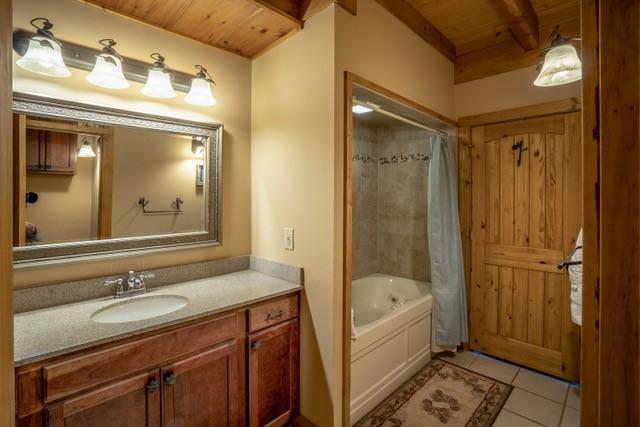 Master Bath, Main Level