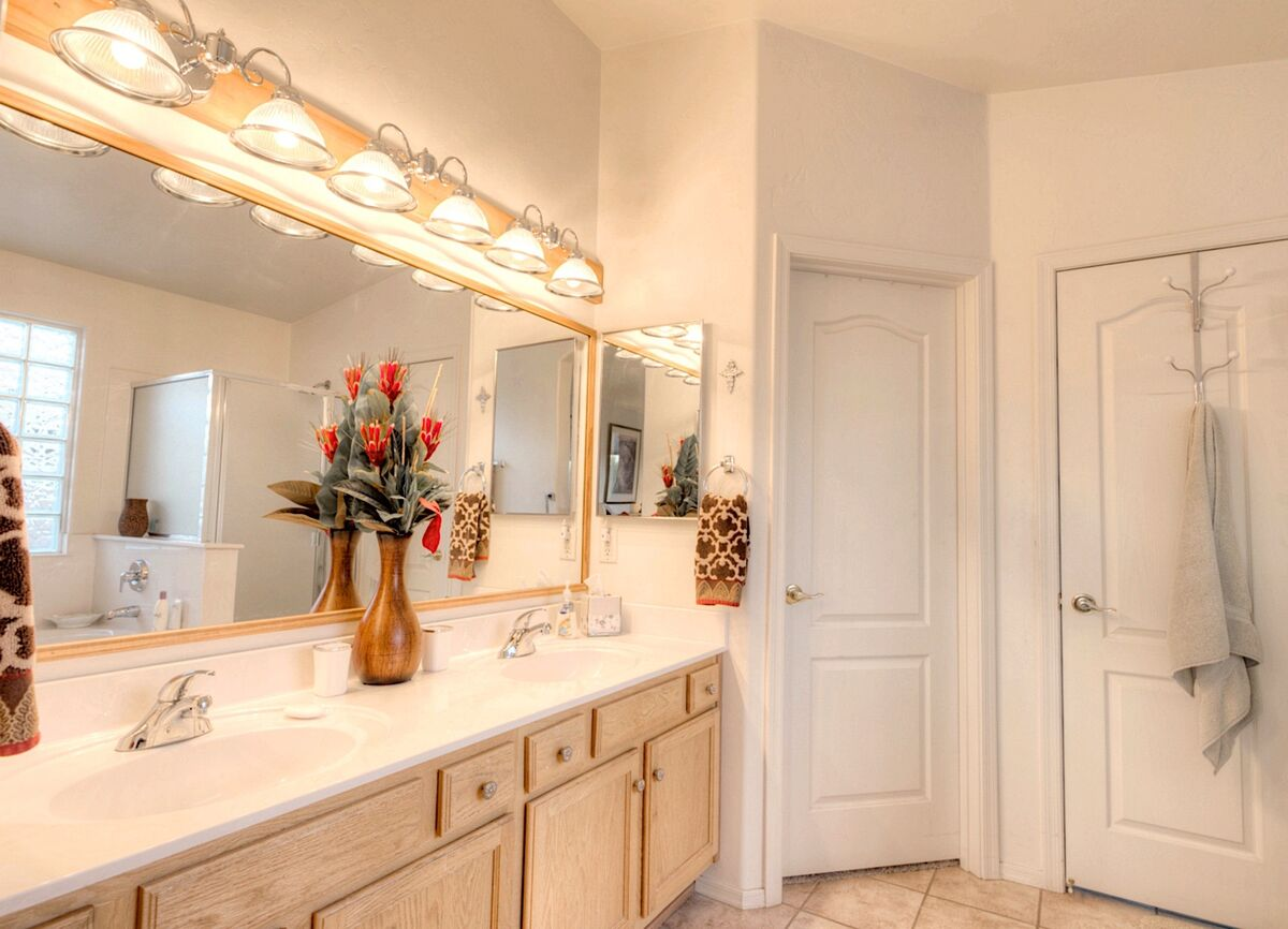 Double Vanity and large walk in closet in master bath
