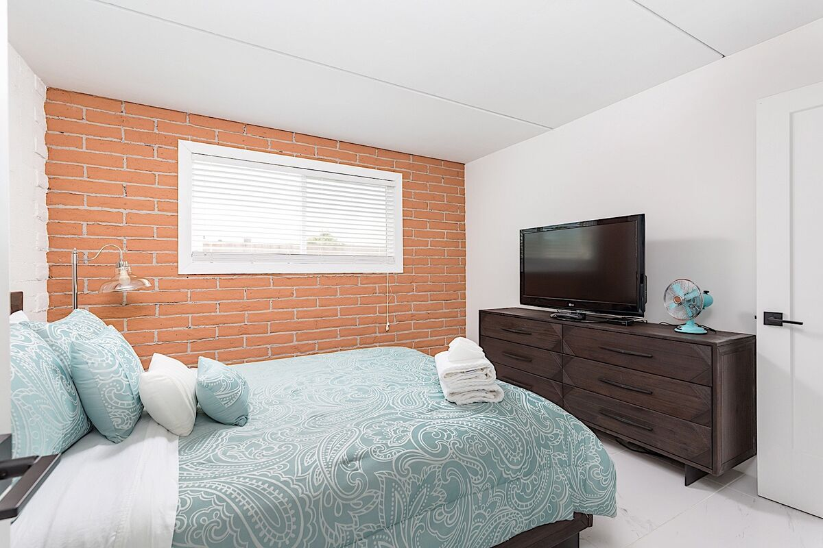 TV and cable in guest room