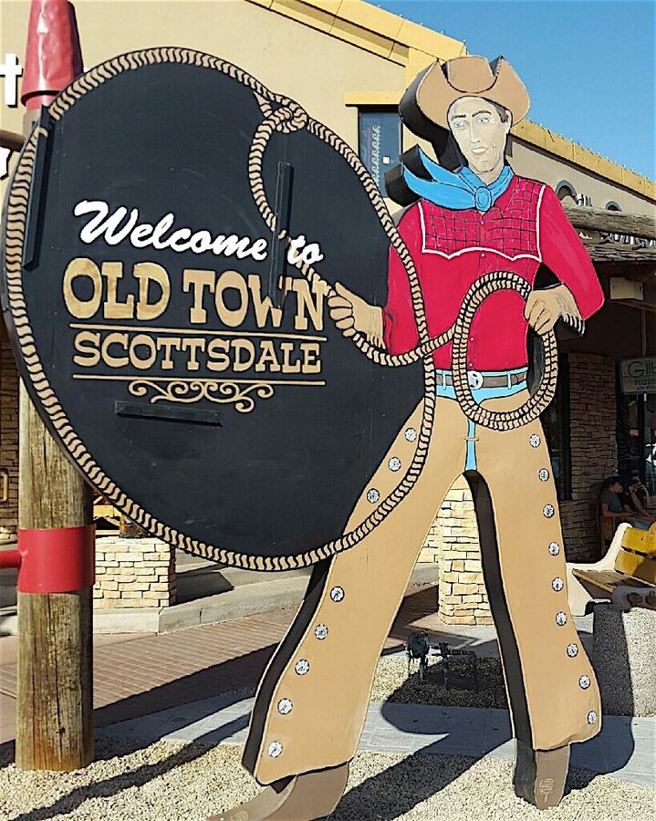 Just minutes from Old Town Scottsdale. Restaurants, shopping, and nightlife