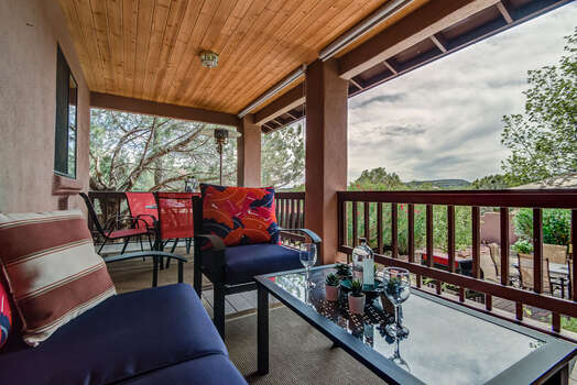Great Gathering Space to Enjoy the Views