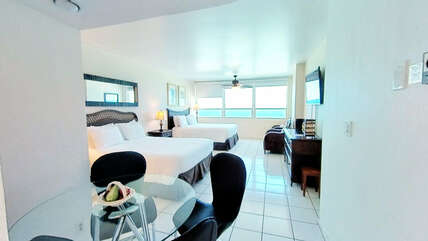 Studio with 2 queen-size beds and ocean view