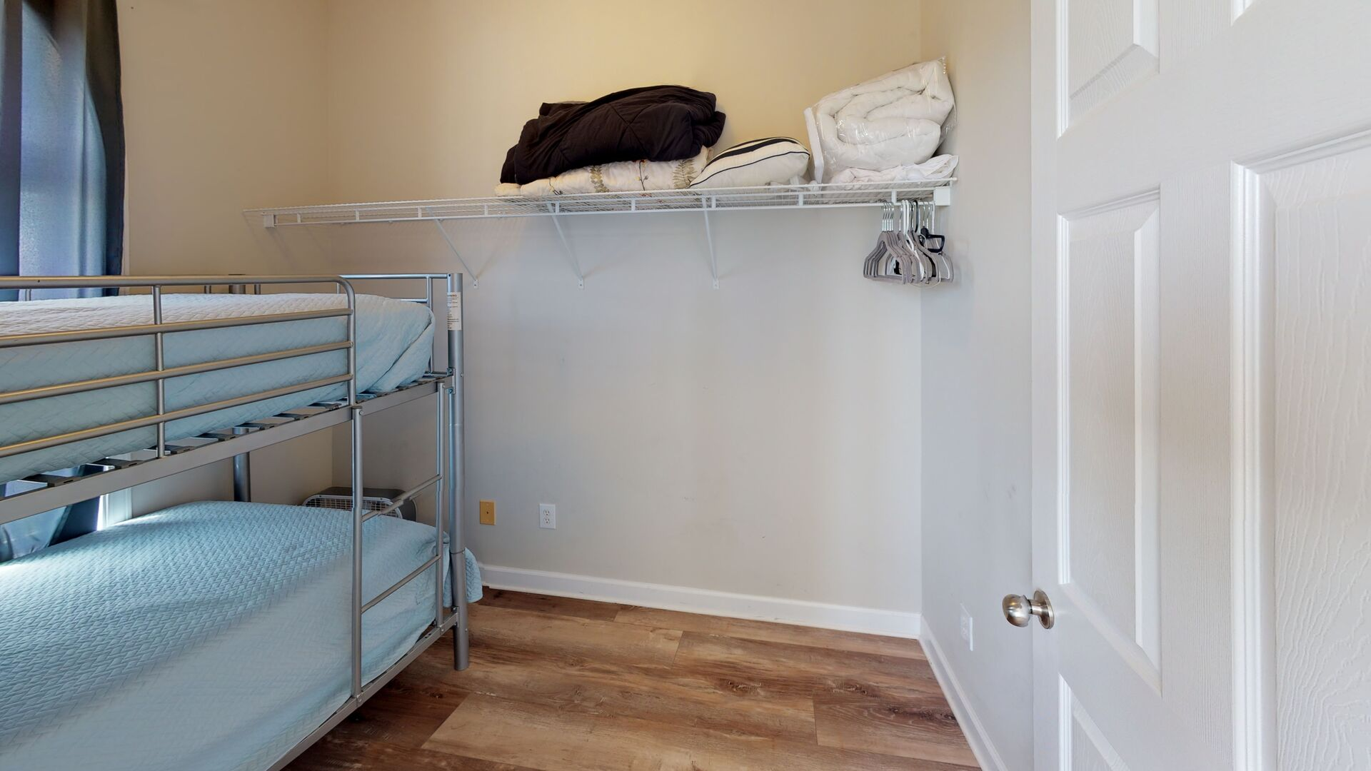An Image of Twin Bunk Beds.
