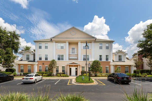 Located a mere 6 miles away from Walt Disney World, Reunion Resort is in the perfect location for your next family vacation