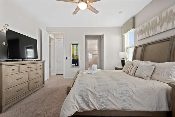 King-see bed and ensuite bathroom