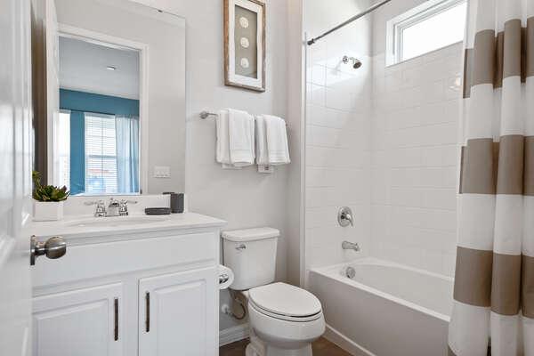 The bathroom has a shower/tub combination