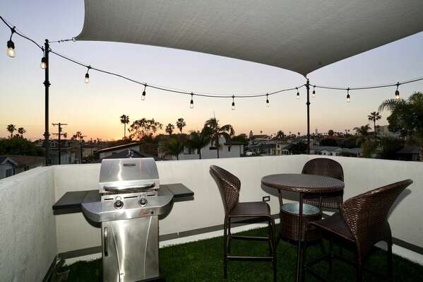 Roof Deck - BBQ Grill and Outdoor Dining