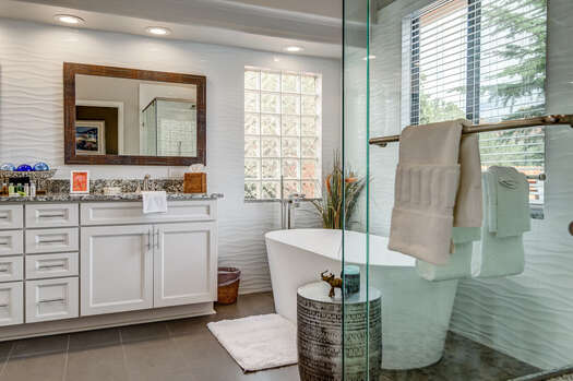 Master En Suite Bath with a Soaking Spa Tub, Shaker Cabinets and Dual Granite Counter Sinks